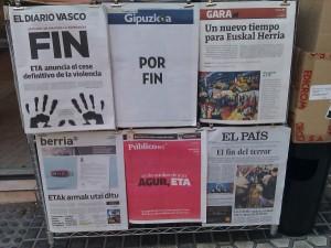 Portadas de periódicos sobre el final de la violencia de ETA
